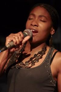 Woman Singer | HiroBoga.com